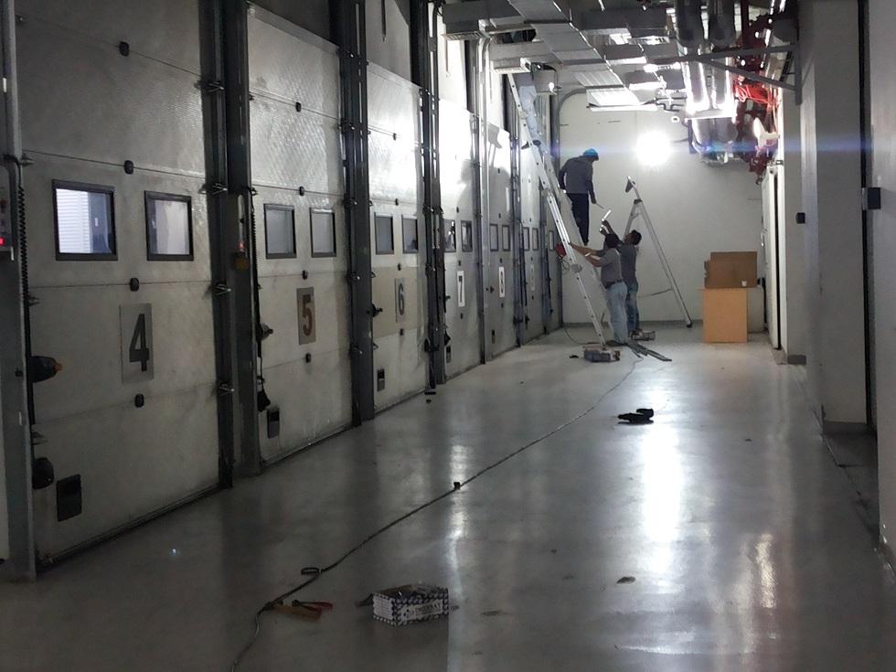 Door gate automation using infrared sensors vacker uae for Door to gate kontakt
